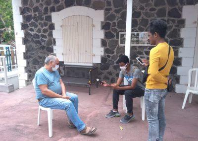 Les jeunes interviewent un artiste